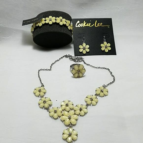 Cookie Lee Jewelry - Stunning Cookie Lee Flower Set